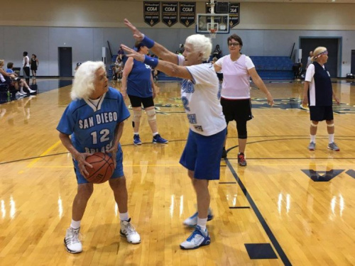 Splash athletes Grace Larsen and JoAnn Jansen play in a match in August 2016 (San Diego Senior Women's Basketball Association -SWBA/Facebook)