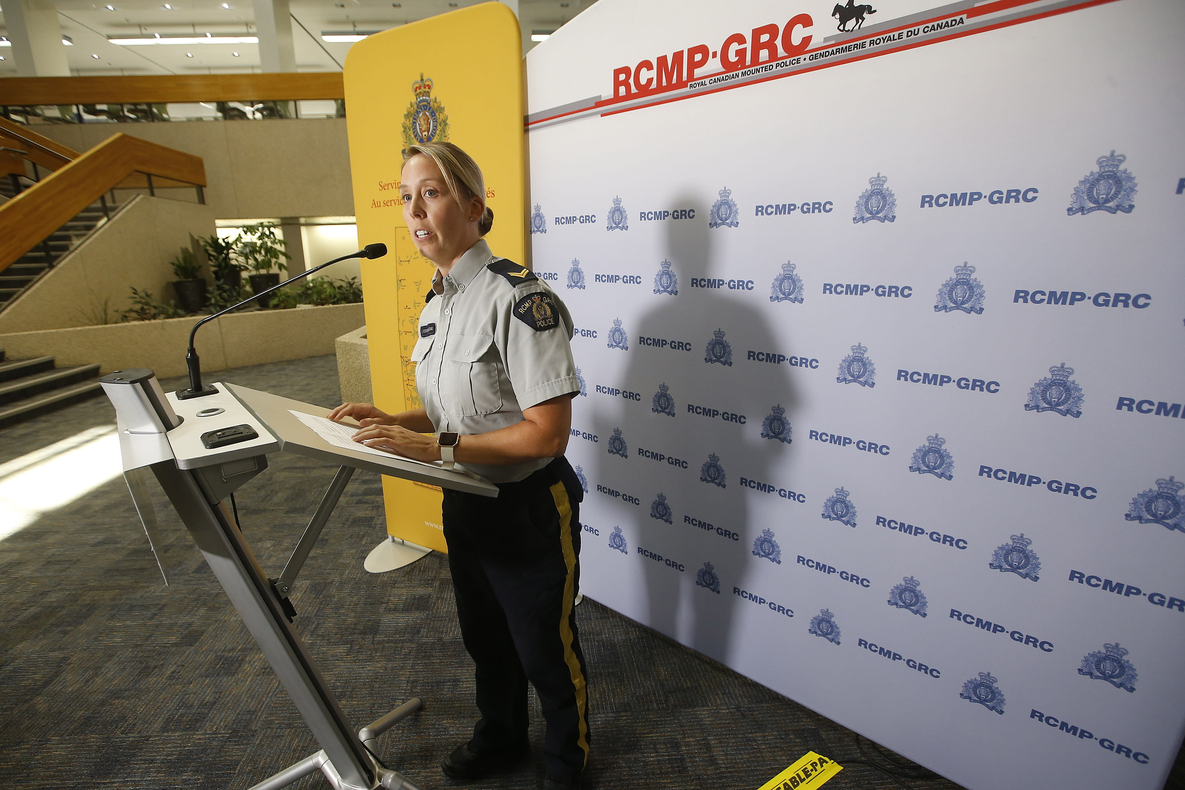 Air force joins hunt for triple-murder suspects in Canada