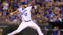 Wade Davis returns to Royals, gets minor league contract