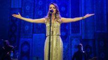Sandy canta clássico 'Evidências' com o pai durante show em Minas