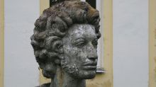 Moscow book fair brings out Pushkin fans, lockdown-weary