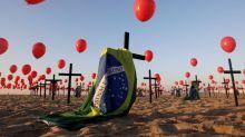 Casi la mitad de los brasileños dice que Bolsonaro no tiene culpa por las muertes de coronavirus: sondeo