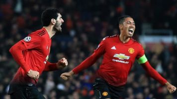Chris Smalling signs Manchester United contract to keep him at Old Trafford until June 2022