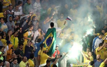 Torcida do Brasil comemora vitória sobre o Paraguai