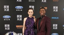 Daisy Ridley, John Boyega, R2D2 & BB-8 Worked the Red Carpet Together