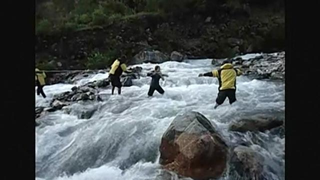 Peruvian authorities rescue five European tourists stranded along Apurimac river
