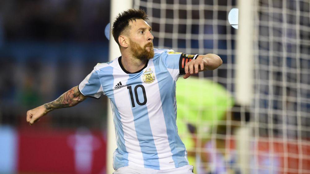 ► Messi fica irritado e não cumprimenta assistente brasileiro