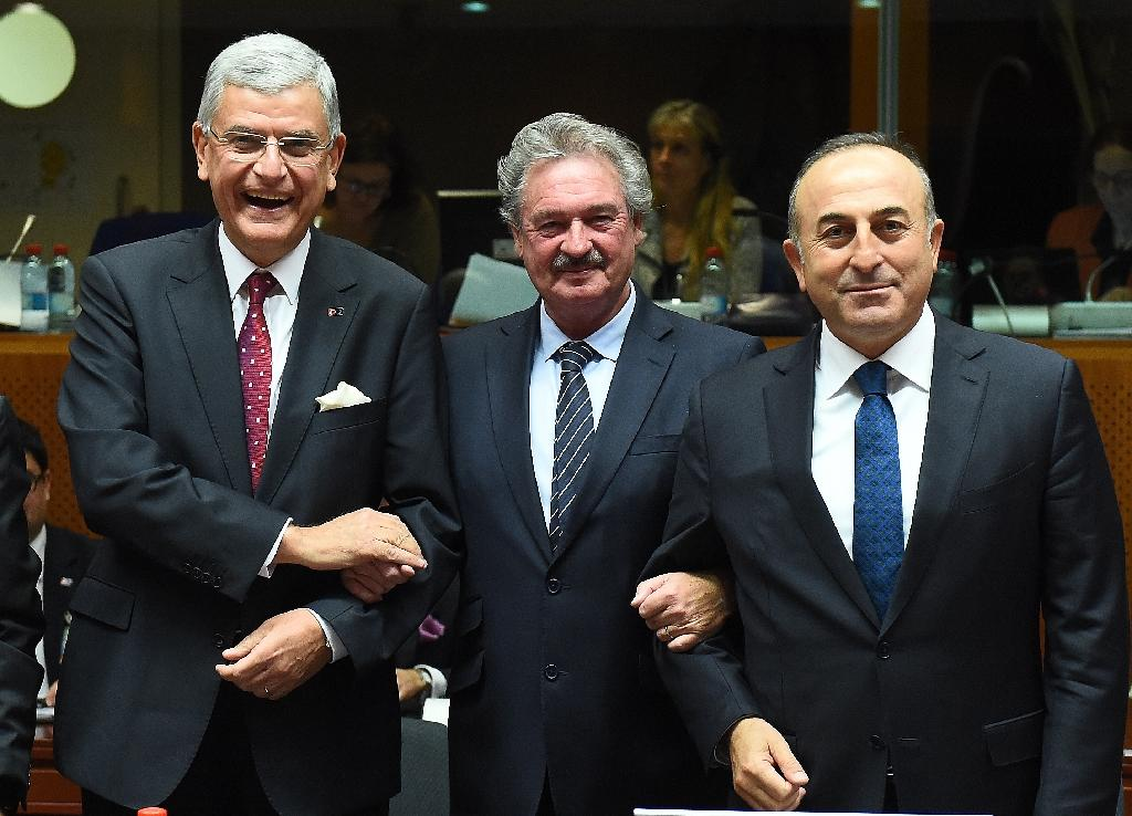 L-R: Turkey's European Affairs Minister Volkan Bozkir, Luxembourg's Foreign Minister Jean Asselborn and Turkey's Foreign Minister Mevlut Cavusoglu pose at the start of an EU-Turkey Intergovernmental accession conference on December 14, 2015 (AFP Photo/Emmanuel Dunand)