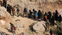 """L'EI """"pas affaibli"""" par ceux qui quittent Baghouz, dit un porte-parole du groupe djihadiste"""