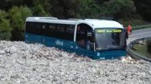Bus sommerso da un fiume di detriti nel frusinate