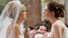 Mulher fica furiosa com madrinha que ficou noiva antes do seu casamento