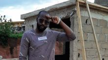 """""""À chaque coup d'État, le pays recule de dix ans"""": le rappeur Mylmo craint que """"l'Histoire se répète"""" au Mali"""