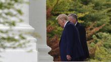Trump llama tonto y estúpido al alcalde demócrata de Kenosha antes de viajar