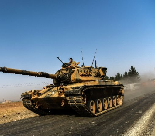 Syria rebels backed by Turkey tanks 'seize' IS-held town