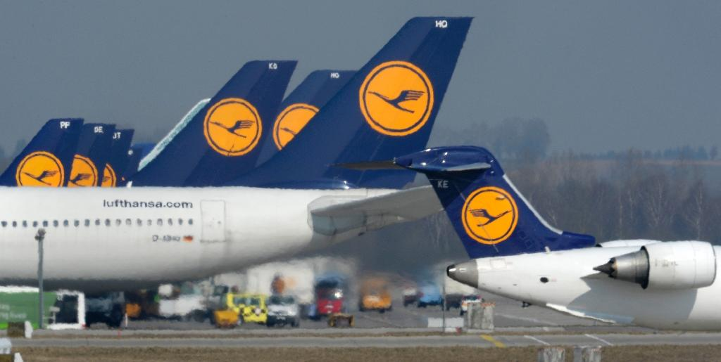 The dispute hinges on Lufthansa's plans to scrap an arrangement under which pilots can retire at 55 and receive up to 60 percent of their pay until they reach the statutory retirement age of 65 (AFP Photo/Christof Stache)