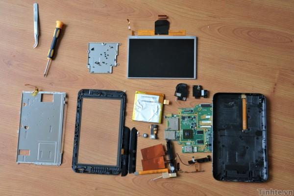 Dell Streak 7 torn down on video, we still can't find the reason it's running Froyo