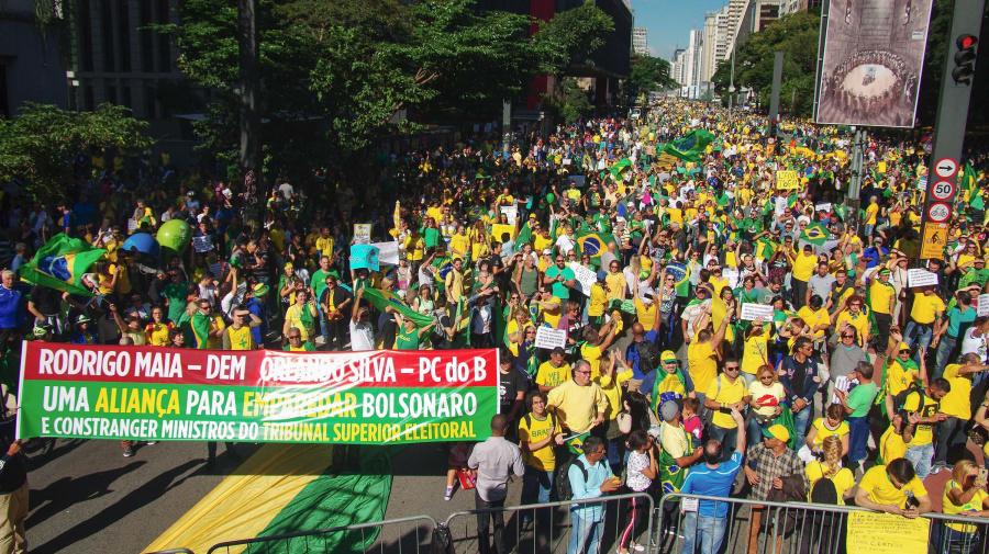 Milhares vão às ruas em 21 estados por Bolsonaro