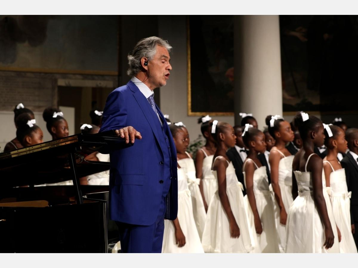 Andrea Bocelli Performs Live From Milan Cathedral on Easter Sunday