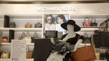 Shopping faz sucesso ao colocar manequins amamentando em suas vitrines