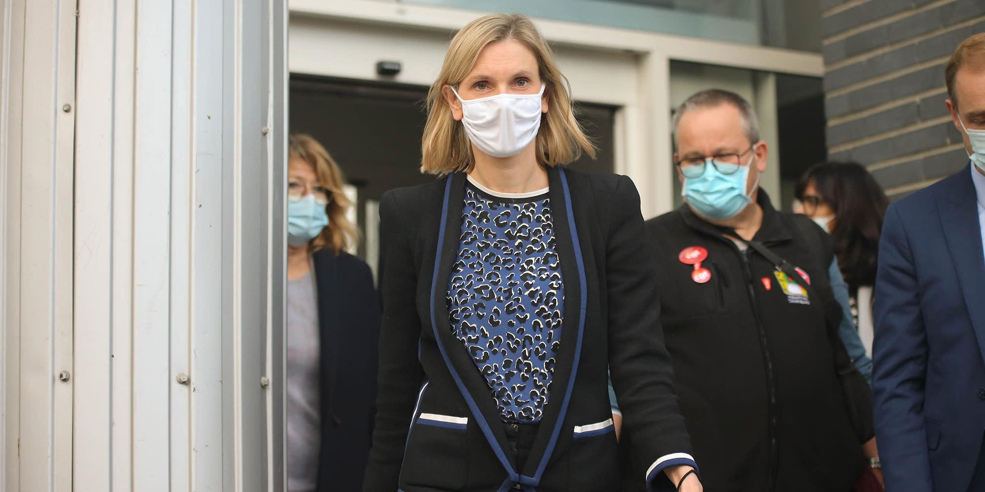 Vaccin contre le Covid-19 : comment la ministre Agnès Pannier-Runacher veille à l'arrivée des doses