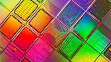 """IBM: el """"gran avance"""" en la industria de los microchips que puede multiplicar por 4 la vida de tu batería"""