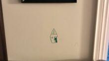 Un niño dibujó en la pared de su casa… y su madre tuvo una genial idea