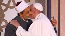 Pope receives warm embrace from grand imam of Egypt