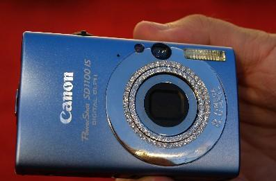 Maria Sharapova and Canon to give away diamond-clad SD1100 ISs