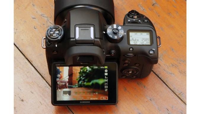 Samsung anuncia su cámara NX1: 28,2 MP, video 4K y pantalla AMOLED