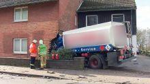 Tanklaster fährt in Haus: Zwei Menschen sterben