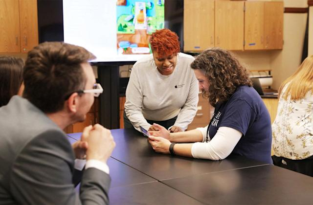 Apple trains Chicago teachers to put coding in more classrooms