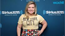 Kelly Clarkson Gives Her Fans a Surprise Performance, Jokes That She Wasn't ''Even Drinking Yet''