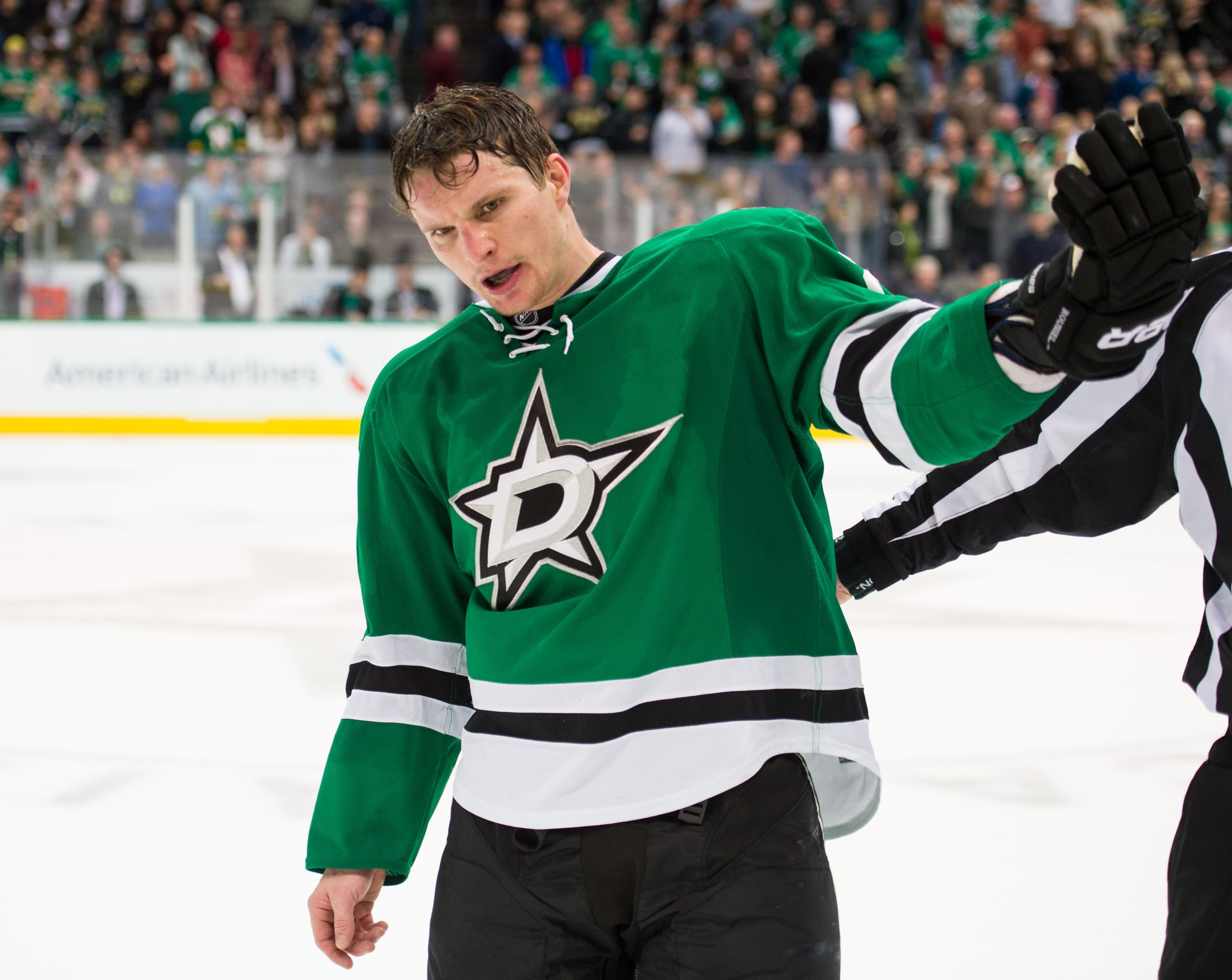 Antoine roussel fined by nhl for sucker punching justin braun for Interieur sport antoine roussel