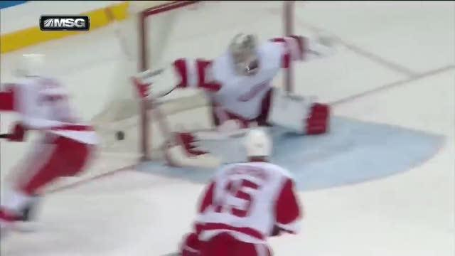 Mats Zuccarello chips it past Howard's pad