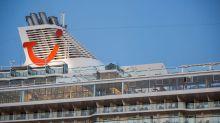 """Mein Schiff 6"" mit Corona an Bord legt in Piräus an"
