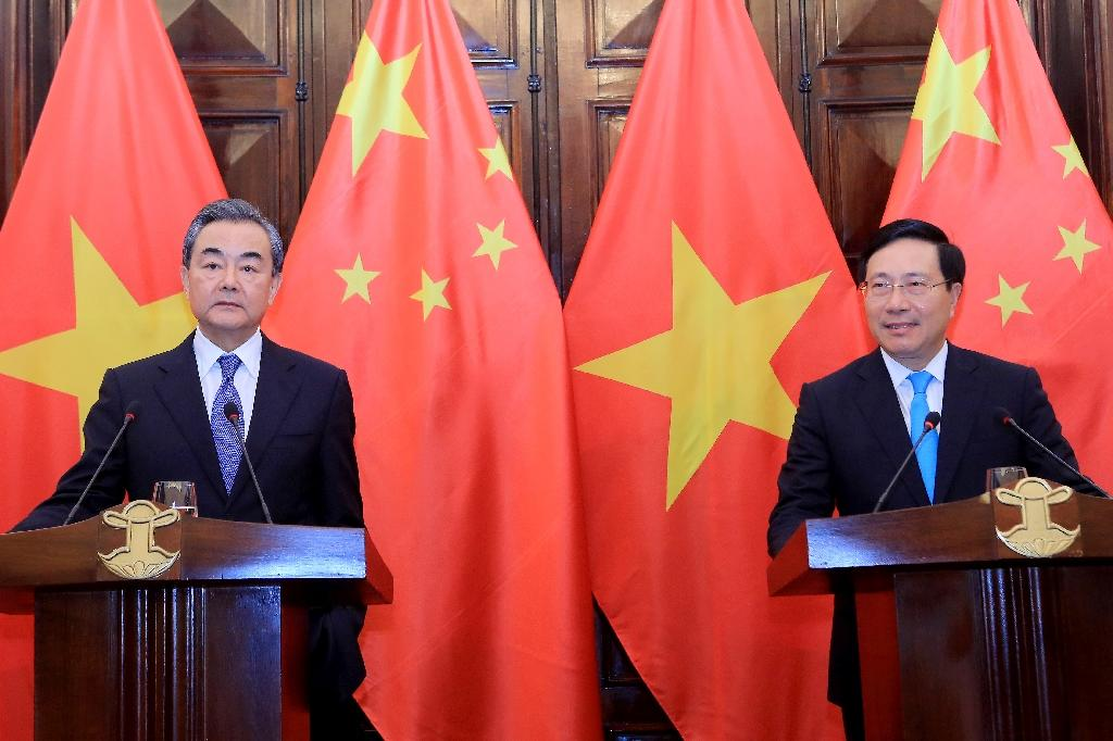 Foreign ministers from China and Vietnam vowed to address disputes peacefully