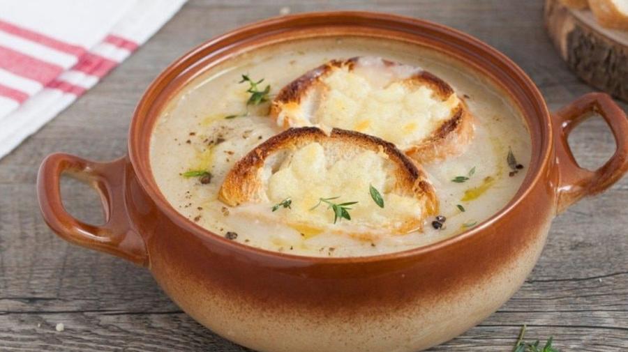Zuppa di cipolle rosse e patate con bimby: tutti i passaggi