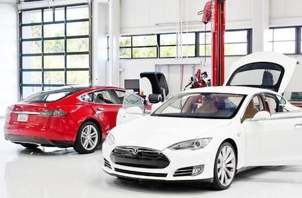 Tesla details service plans, software updates for Model S
