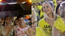 Celebridades driblam chuva no desfile das campeãs no Rio