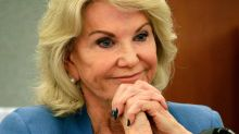 Elaine Wynn asks shareholders to oust board member