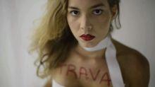 """""""Travesti só tem o direito de se prostituir na nossa sociedade"""", diz vocalista de As Travesti"""
