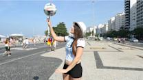 Argentina woman turning heads with freestyle fútbol
