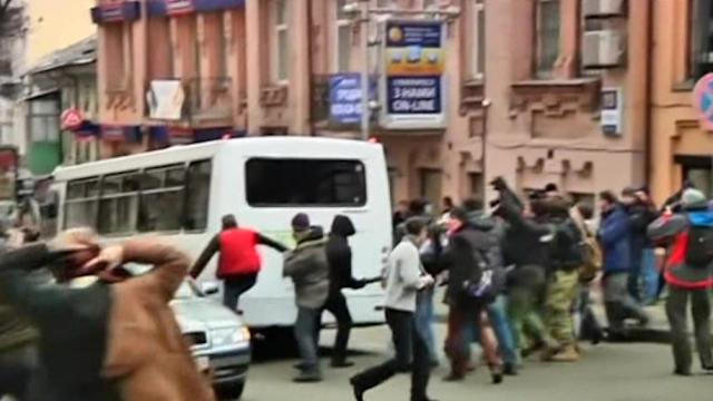 Protesters attack police bus during Ukraine demonstration
