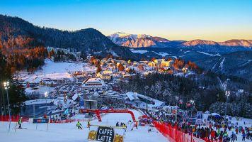Ski Alpin: Nackte Skifahrerin: Aufregung um Plakat