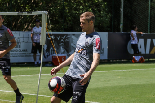 Com a semana cheia para treinar, Adilson pede concentração no Galo