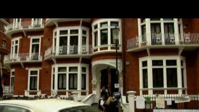 Spokeswoman: Assange to stay at embassy