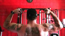 Leandro Hassum ostenta músculos e mostra tatuagens na web