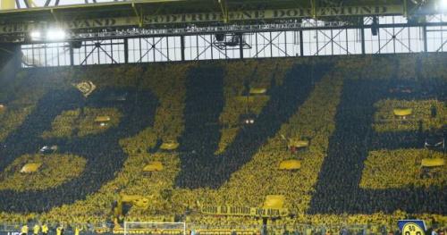 Foot - C1 - Vidéo : le tifo géant du Mur jaune de Dortmund