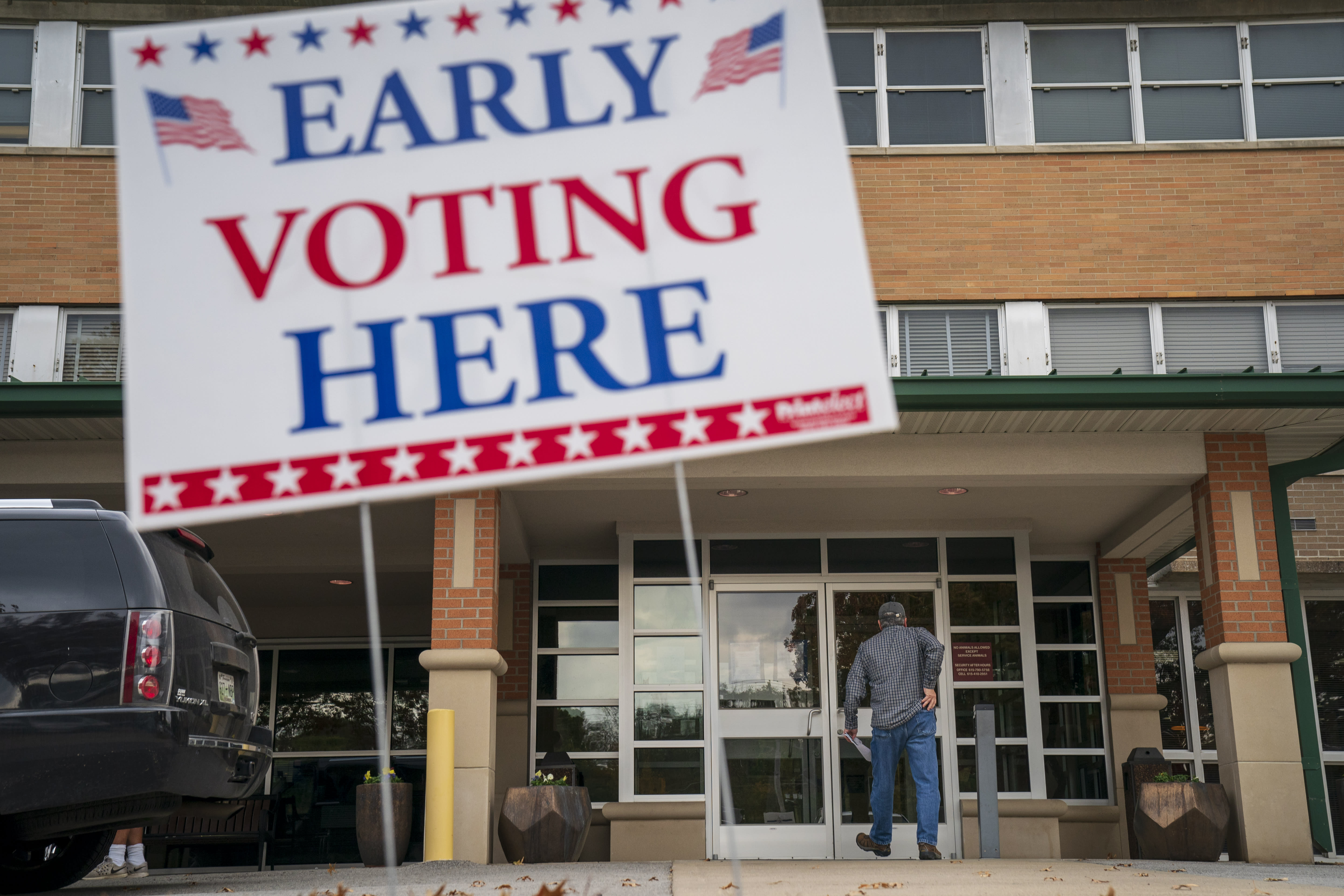 <p>A man arrives at an early voting polling place at the Williamson County Clerk's office, Oct. 31, 2018 in Franklin, Tenn. (Photo: Drew Angerer/Getty Images) </p>