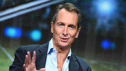 Collinsworth can't believe women know football
